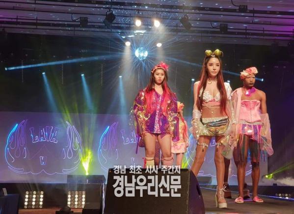 [LBMA]하리수, 'LAVA WOMAN' 브랜드 패션쇼 파격적 의상 화제!